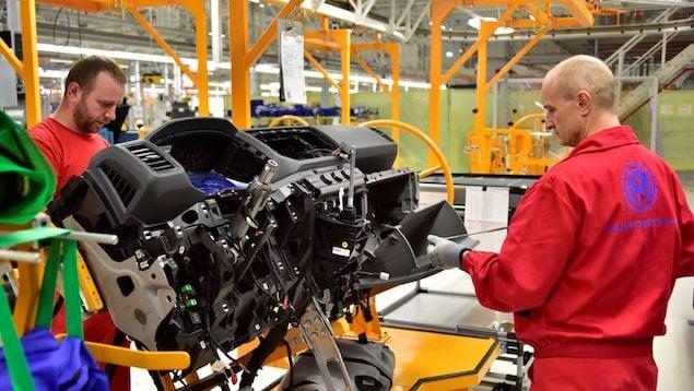 Industria automotriz calienta motores para reanudar operaciones