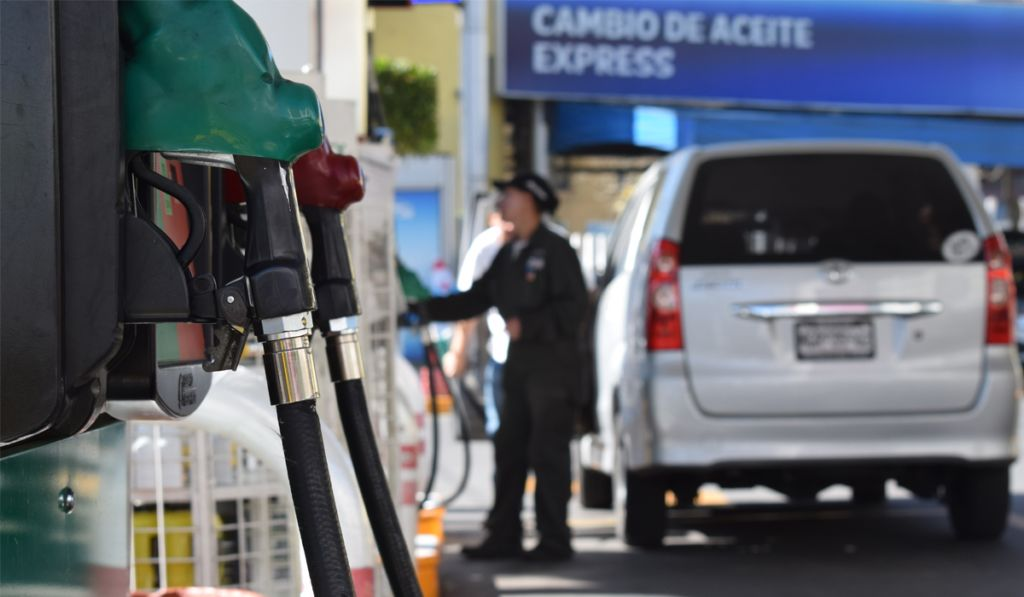 Exigen a AMLO bajar precio de gasolina a 13 pesos el litro