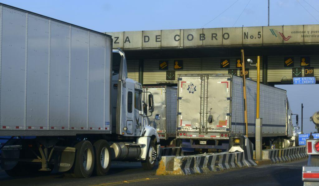 Canacar advierte de golpe contra el transporte por cambios en estímulos al peaje y diesel