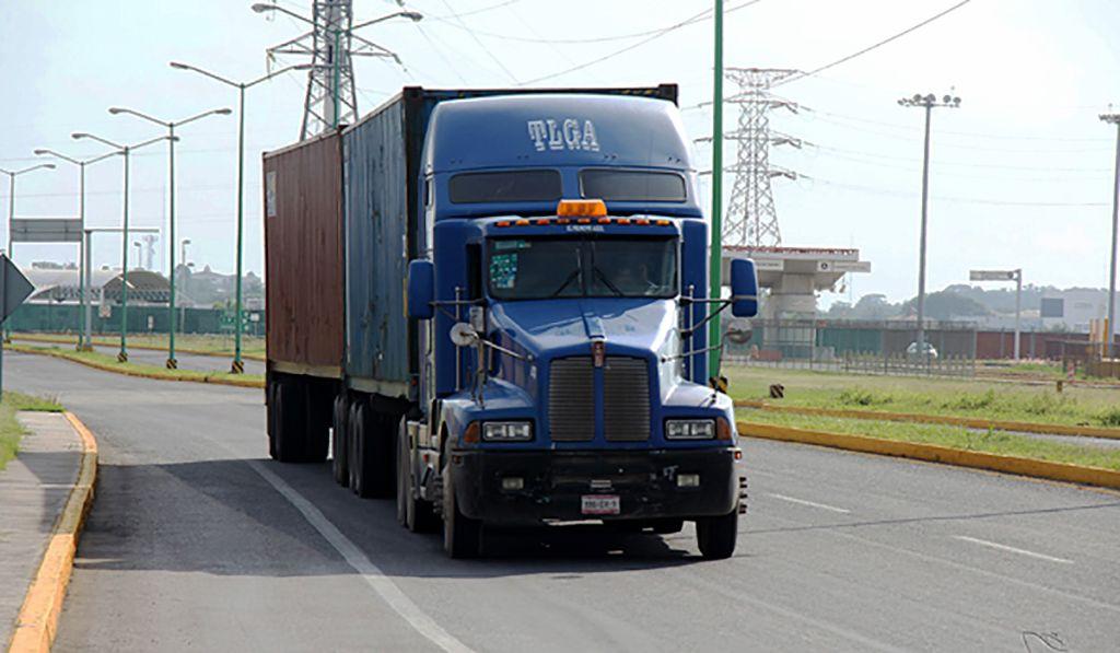 El intercambio de mercancías entre Estados Unidos y México, a cargo del autotransporte de carga, cayó 3.2% anual en enero pasado.