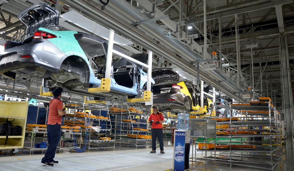 Industria automotriz prevé arranque operaciones este miércoles
