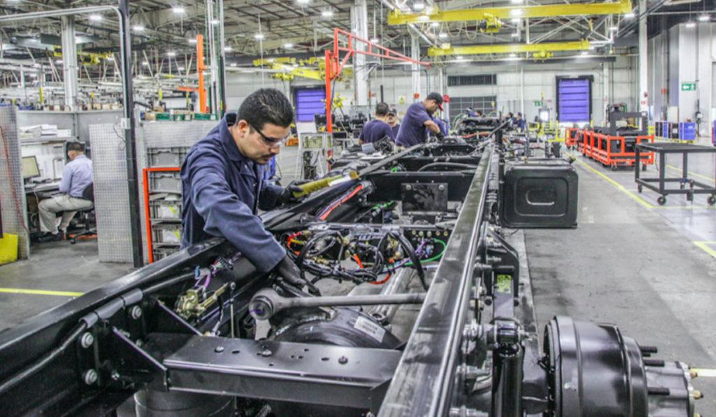 Bajo la protesta de decir verdad en el cumplimiento de las medidas sanitarias, las empresas automotrices podrán retomar su producción en México.
