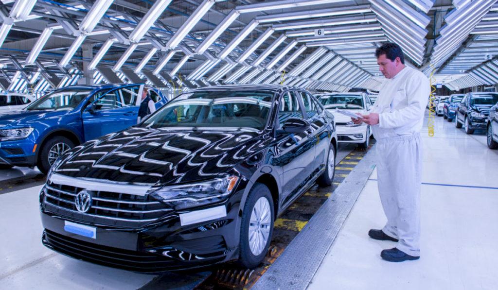 Gobierno de Puebla frena de manera indefinida el retorno de automotrices