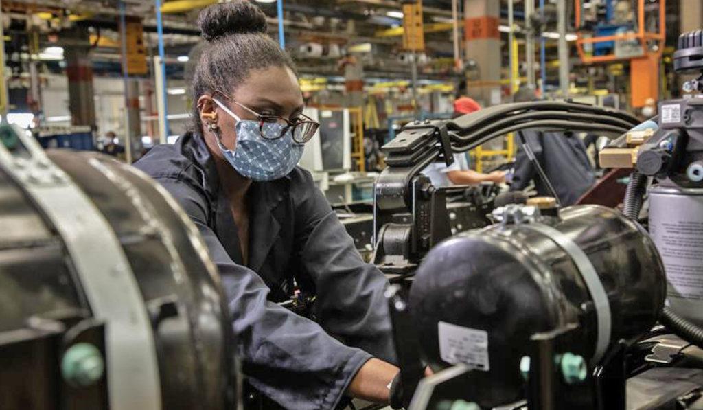 Producción de autos en Puebla desafía efectos de la pandemia