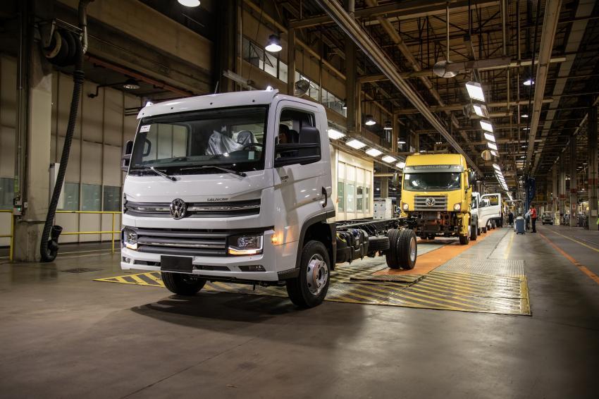 Tras el paro de actividades por el COVID-19, el primer vehículo fabricado por Volkswagen Caminhões e Ônibus en Brasil es un modelo Delivery 9.170.