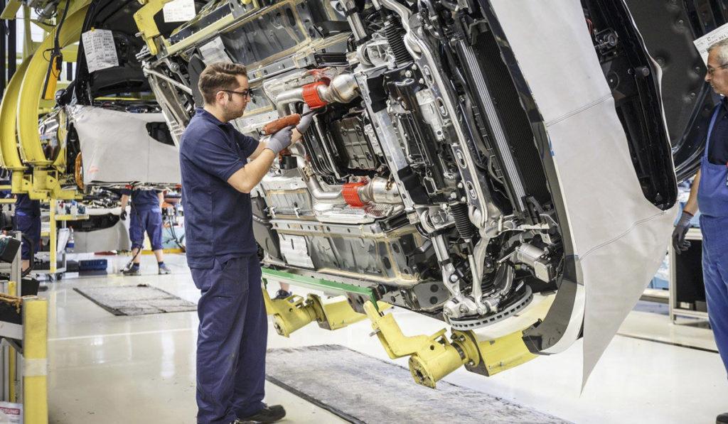 Industria automotriz se compromete a reactivar la economía