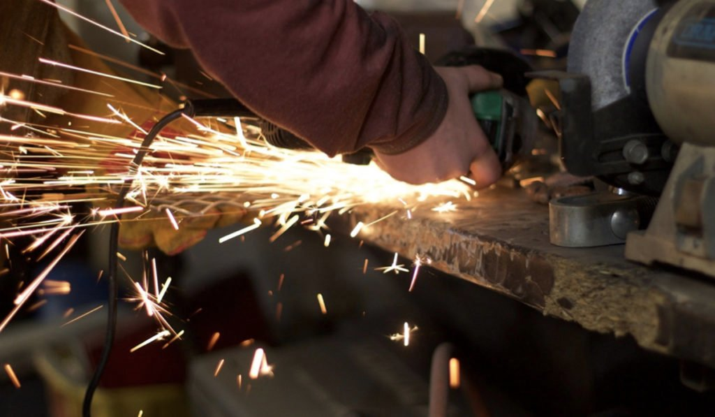 Manufactura y construcción sufren los primeros embates por COVID-19