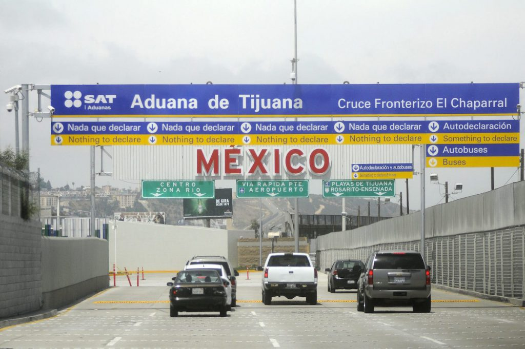 Estados Unidos extiende un mes más las restricciones en la frontera