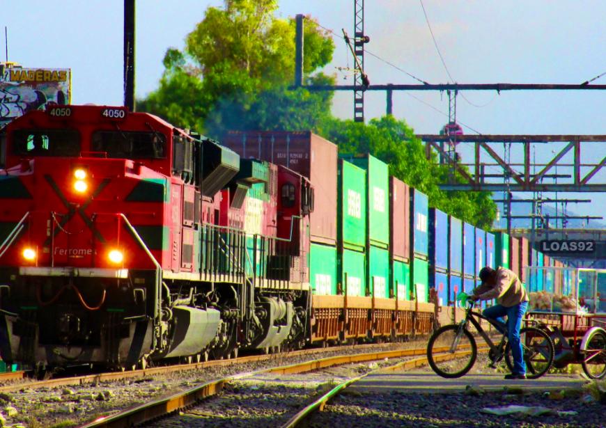 Bloque en Sonora frena más de 2 mil carros de ferrocarril