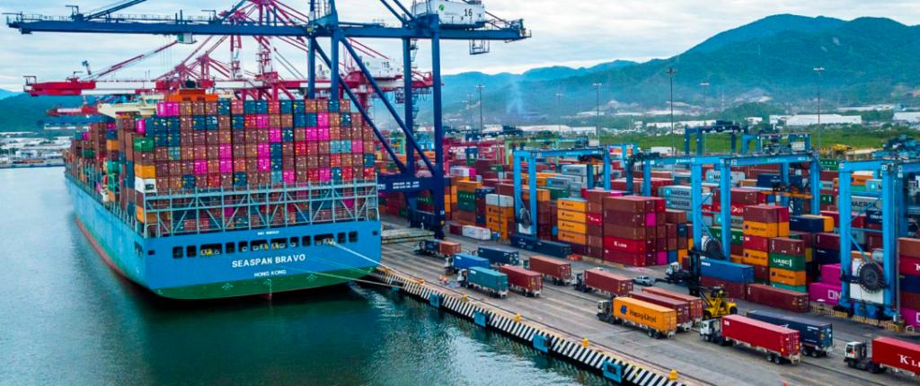 Movimiento de contenedores en Manzanillo cae 7.6% en siete meses