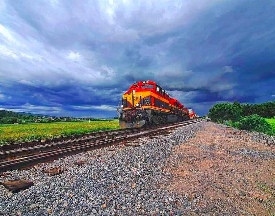 La CNTE libera vías del tren en Michoacán