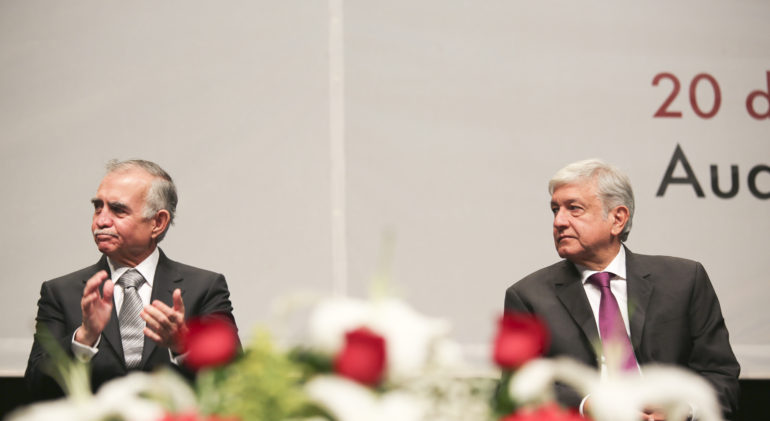 No es aconsejable abrir más frentes de batalla, dice Alfonso Romo a industriales