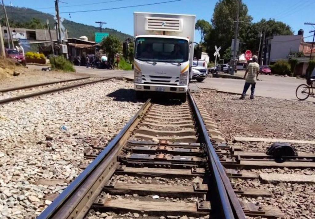 Bloqueo ferroviario, afecta logística en Puerto Lázaro Cárdenas