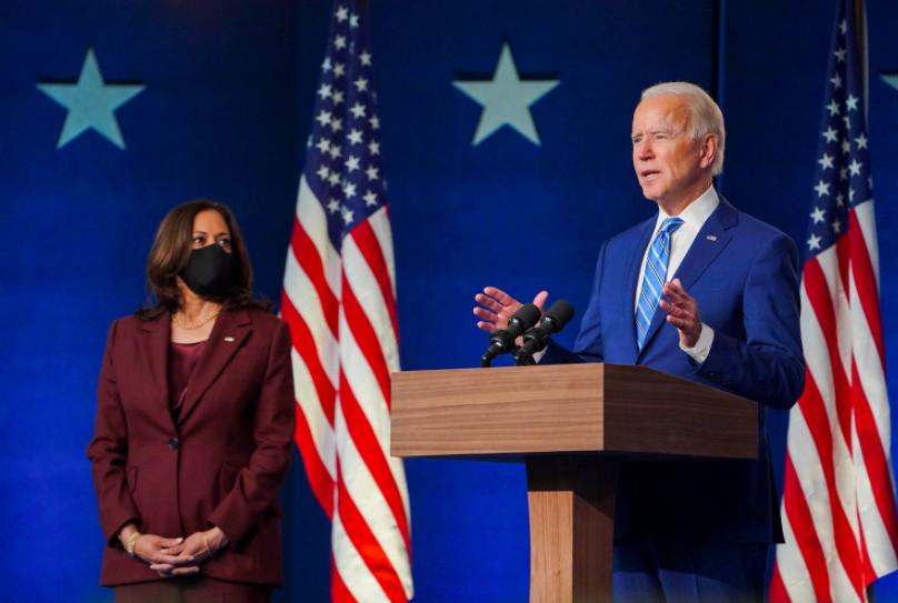Posible triunfo de Biden impulsa al peso y bolsas