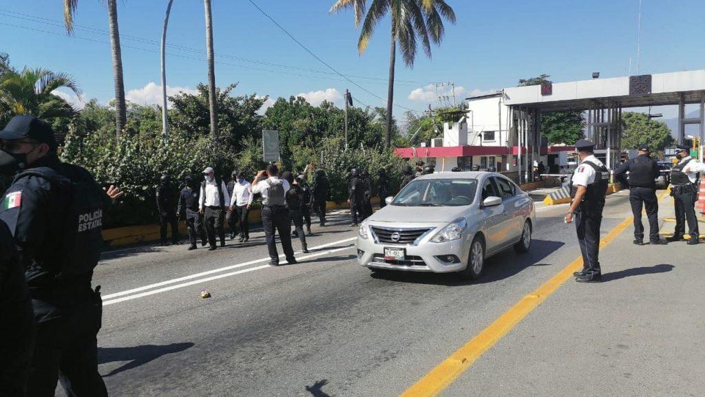 Detienen a 44 por toma de casetas en Guerrero; en Michoacán continúa el 'boteo'