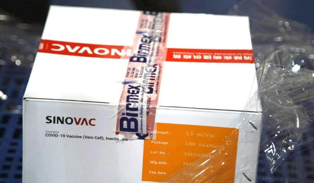 Inicia distribución de 800 mil vacunas Sinovac