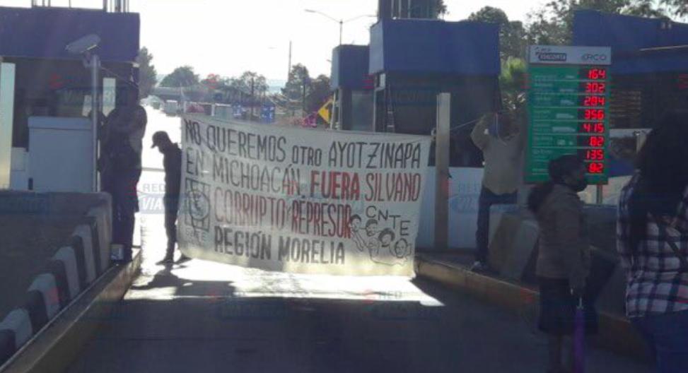 Regresa la toma simultánea de casetas en Michoacán