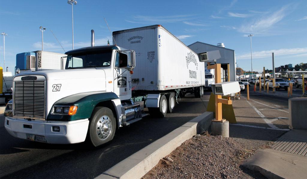 Autotransporte fronterizo tropieza en inicio de 2021