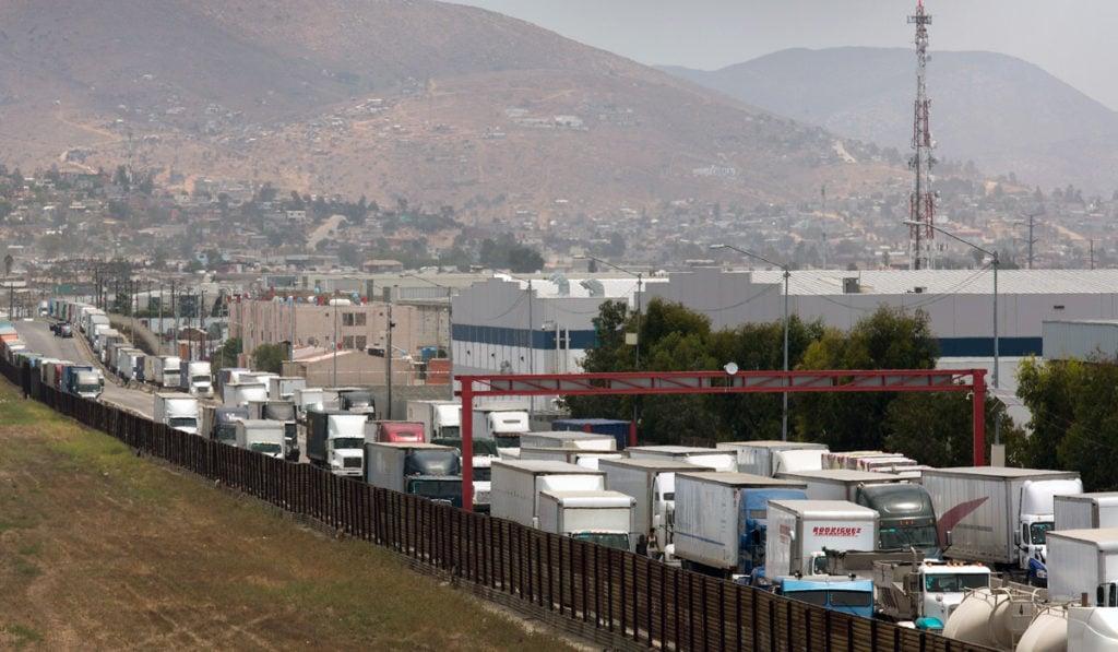 Demoras en cruces fronterizos causan pérdidas por 3,400 mdd en región Cali-Baja
