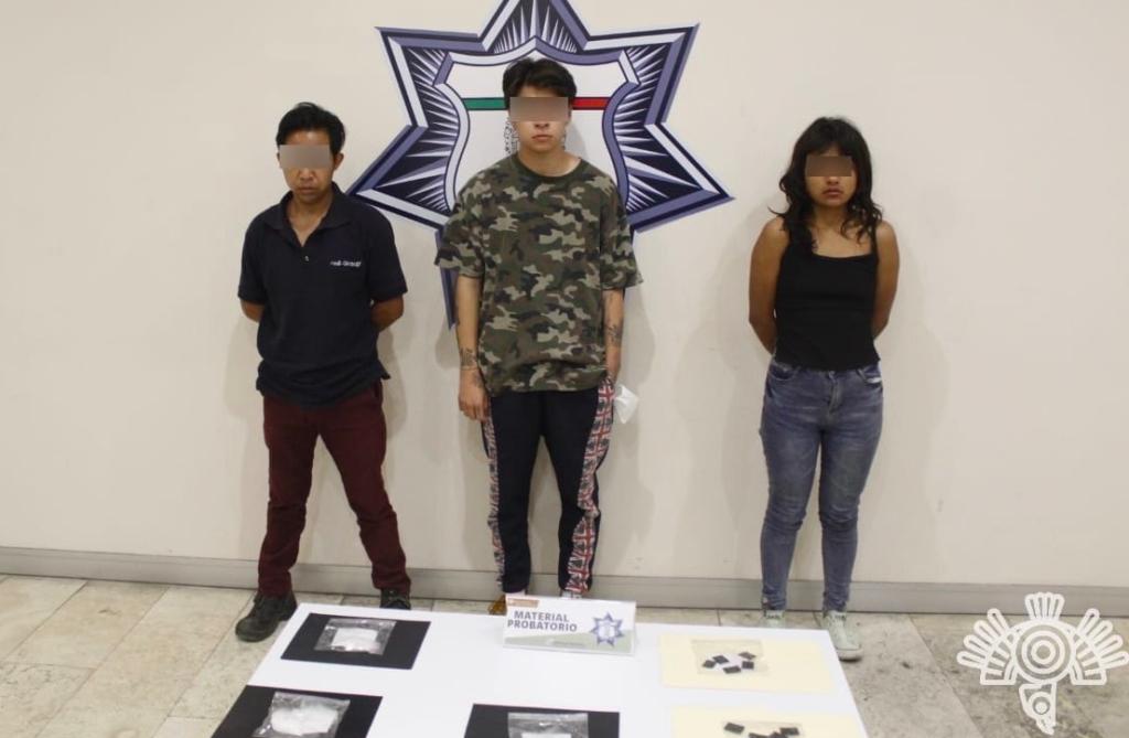 Detienen a tres jóvenes por robo de carga y narcomenudeo en Puebla
