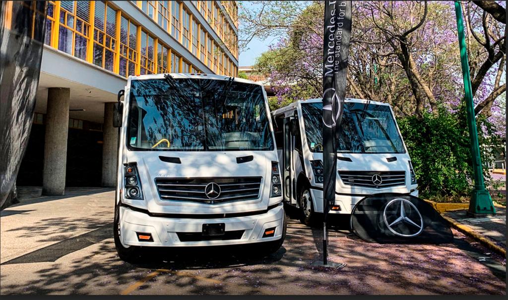 Van 2 buses Mercedes-Benz para la Facultad de Ingeniería de la UNAM