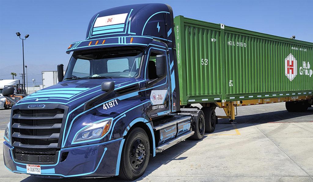 Hub Group inicia pruebas con camiones eléctricos Freightliner