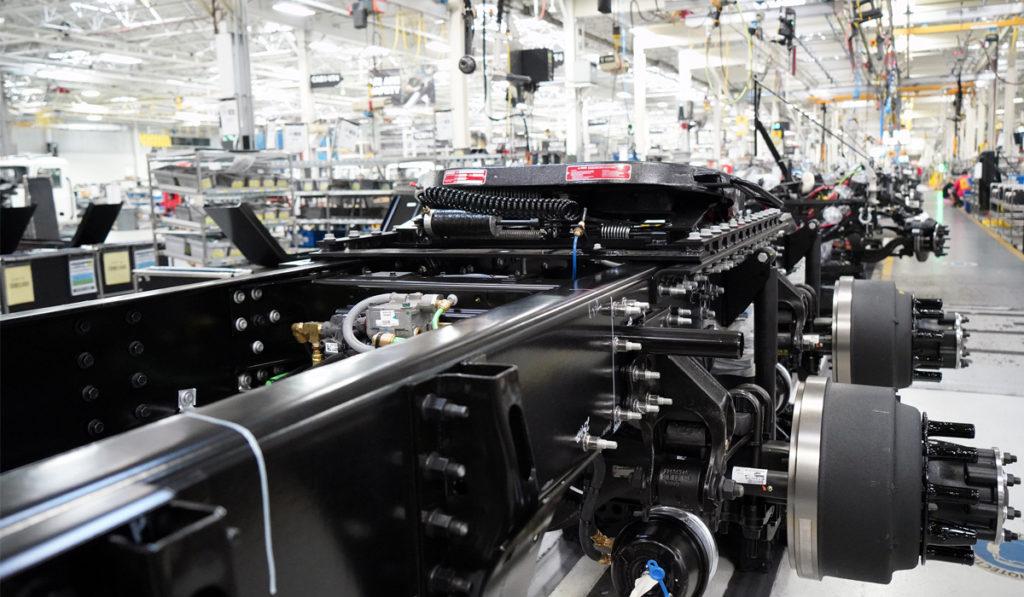 Escasez de semiconductores provoca demanda reprimida de camiones en EU