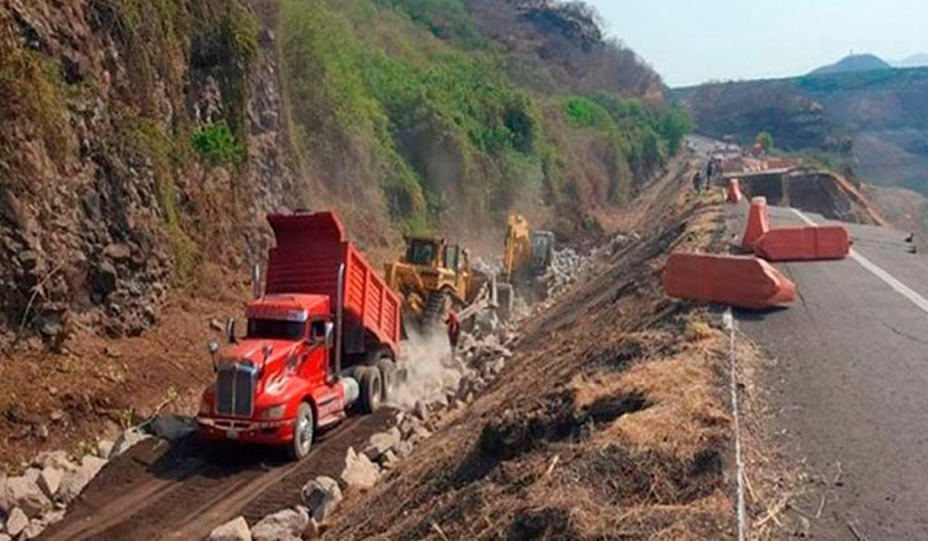 Acuerdan guía de ruta alterna por cierre de la Autopista Siglo XXI en Michoacán