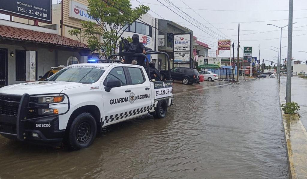 Tormenta tropical Enrique mantiene lluvias intensas en el Pacífico