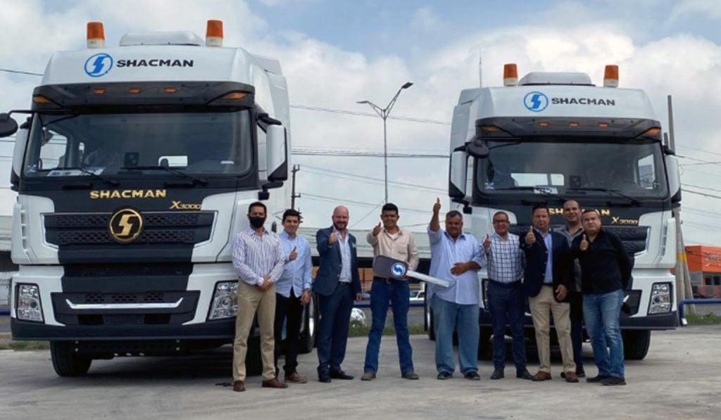 HWT Shacman entrega 2 camiones a Transportes Juventino Pulido