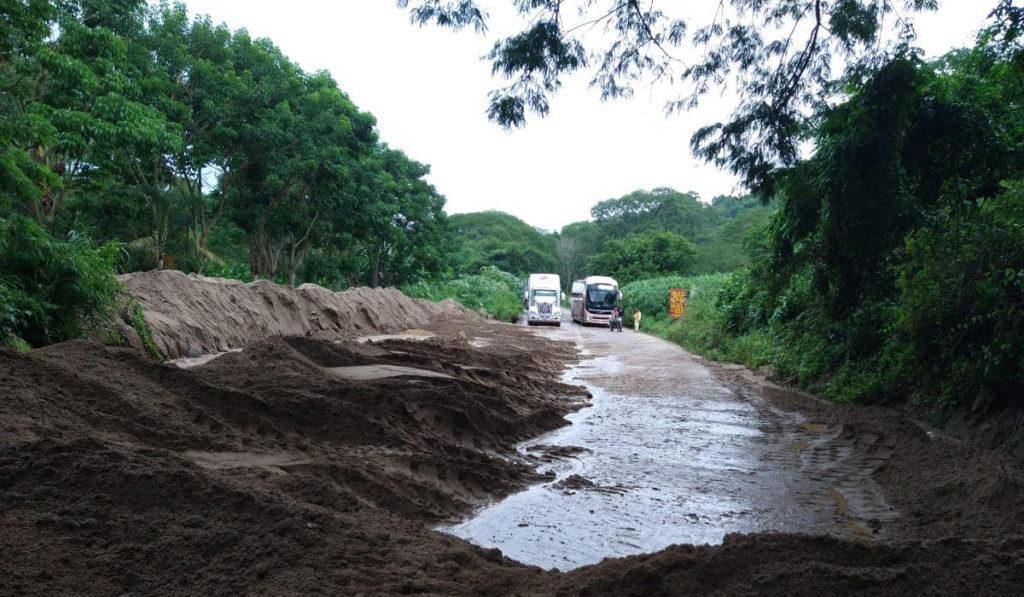 Lluvias provocan deslaves e inundaciones en Occidente