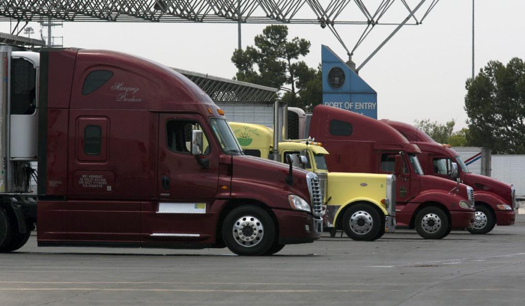 Autotransporte fronterizo atraviesa bache en abril