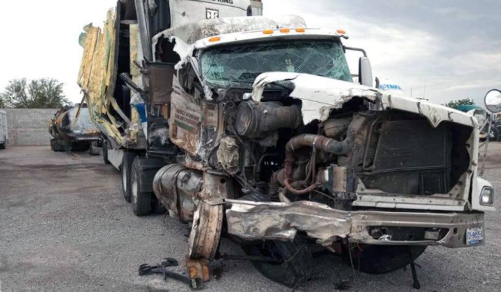Un camión que arrolla a un operador