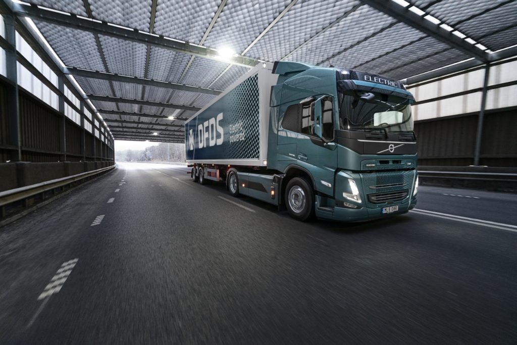 Volvo Trucks y gigante de logística europea van por un autotransporte 100% eléctrico