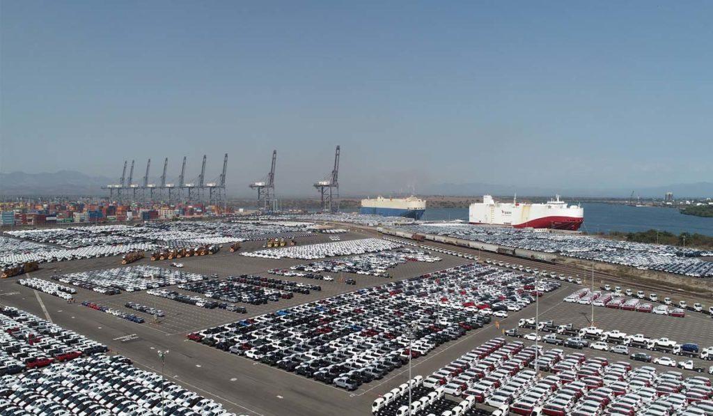 Movimiento de carga automotriz en el puerto Lázaro Cárdenas, sin salir a flote