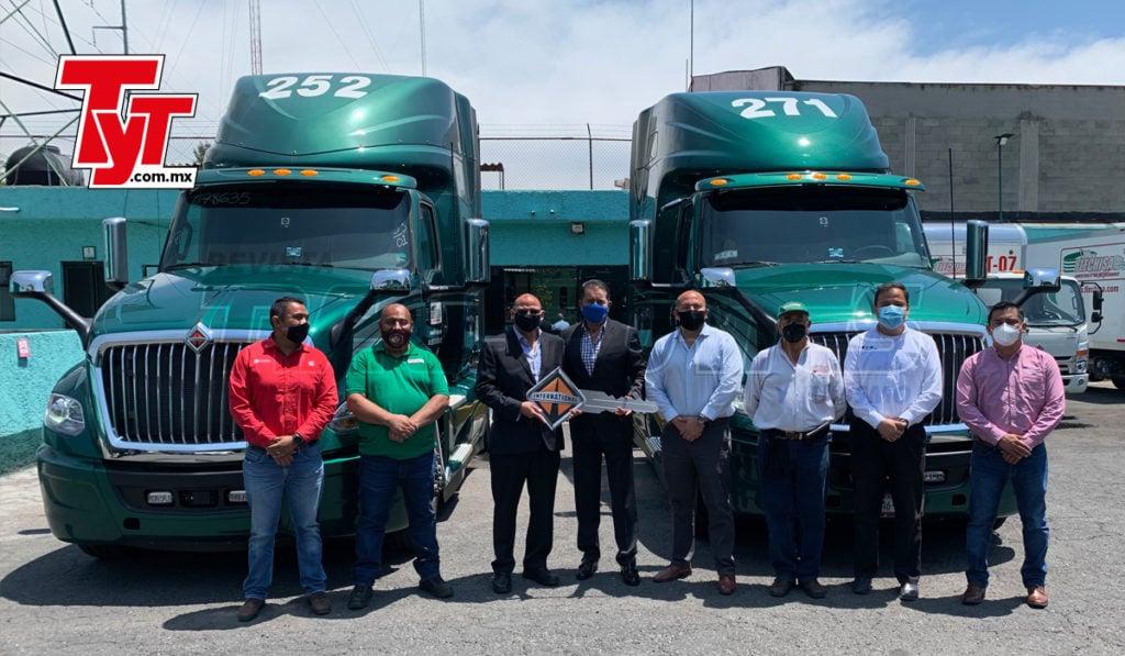 Sierra Norte entrega 2 International LT a Flechisa