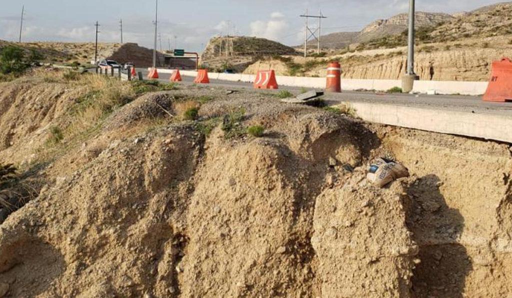 Alertan por deslave en carretera en Chihuahua provocado por lluvias