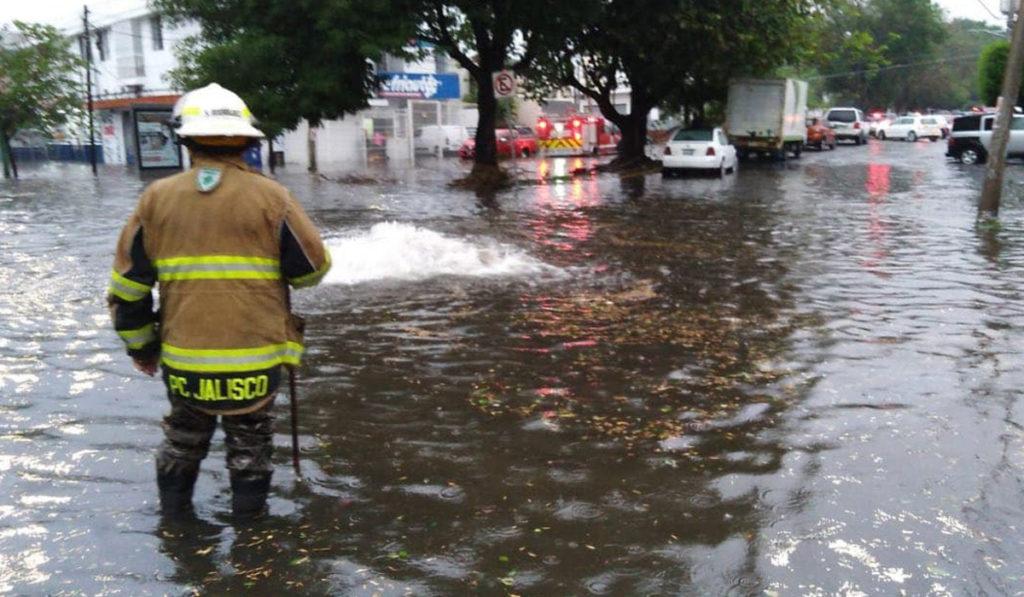 Fuertes lluvias inundan zonas de Jalisco
