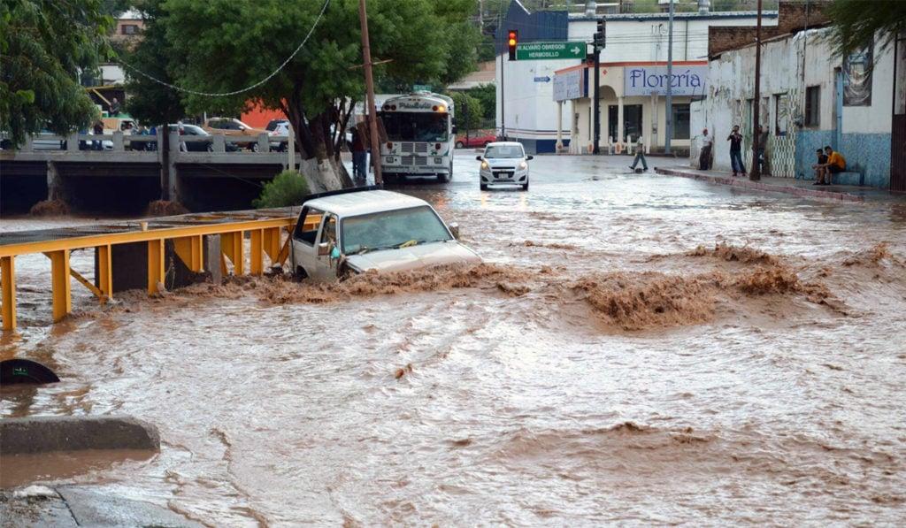 Fuertes lluvias inundan zonas de Nogales, Sonora