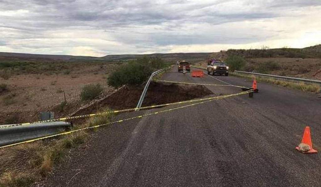 Lluvias provocan socavón en carretera de Sonora