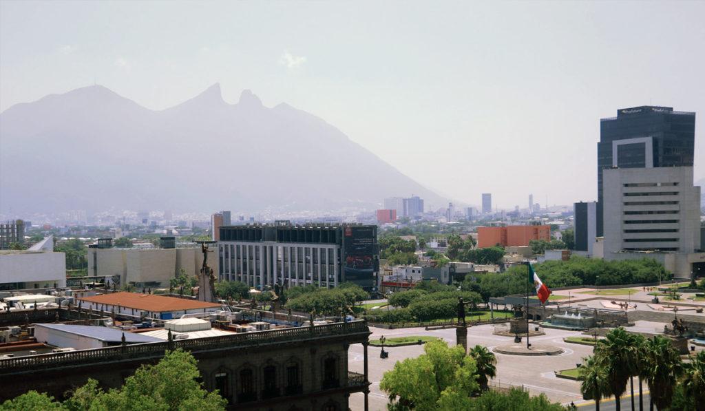 Nuevo León restringe a la mitad aforos en negocios