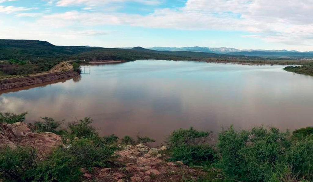 Alertan desbordamiento de presa en Parral, por lluvias
