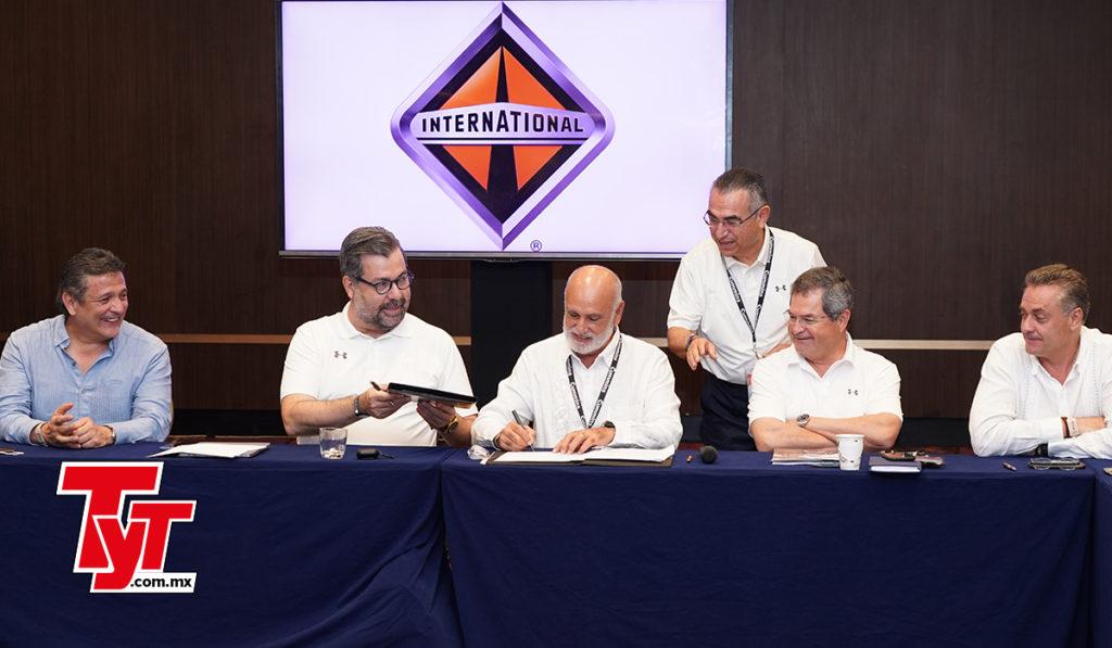 Navistar y Canacar firman programa para modernizar la flota