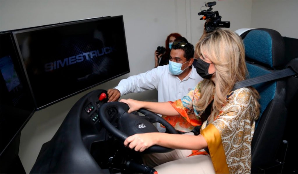 Entregan aula con simulador de autotransporte en Sonora