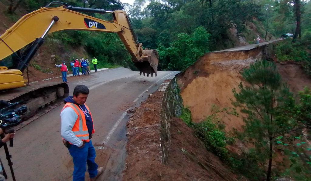 Tardará mes y medio reparar socavón en carretera El Grullo-Ciudad Guzmán