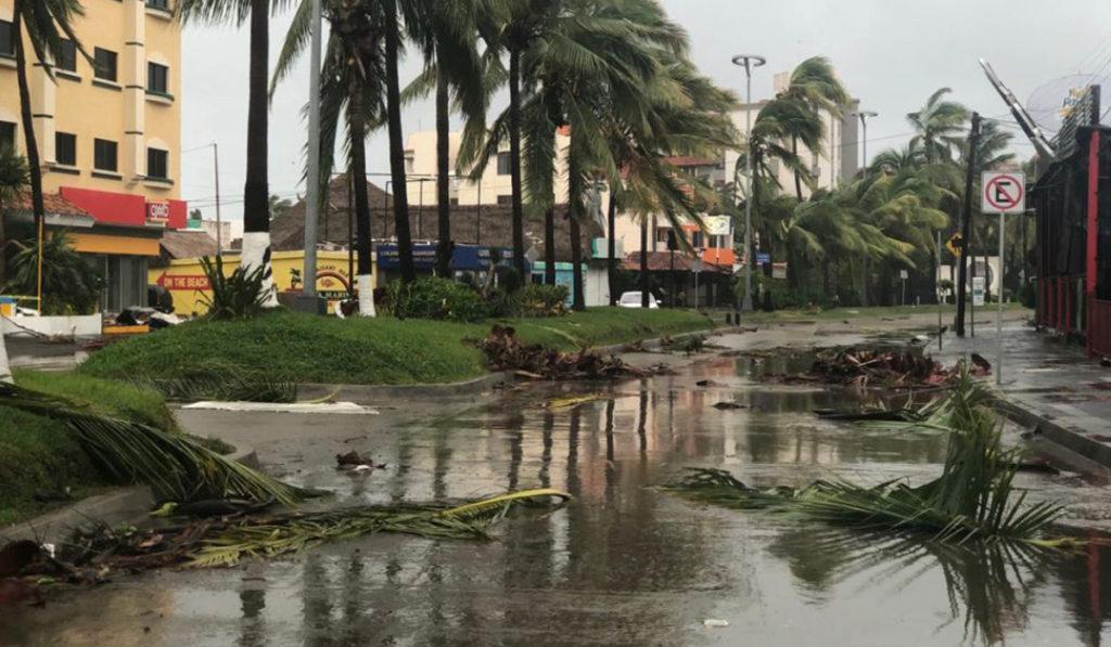 Huracán Pamela toca tierra; SCT alista equipos de rescate