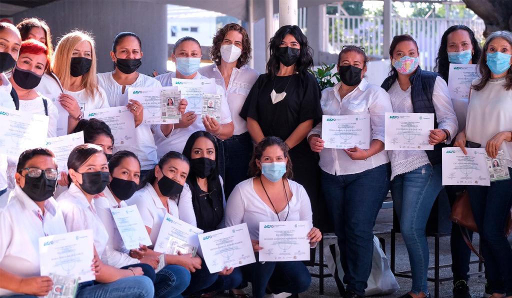 Certifican a 33 mujeres para operar transporte público en Jalisco